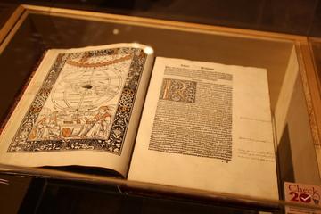 ガリレオ、ダーウィン、アインシュタイン......科学史の偉人たちの書物が一同に会する凄まじい展示。[世界を変えた書物]展